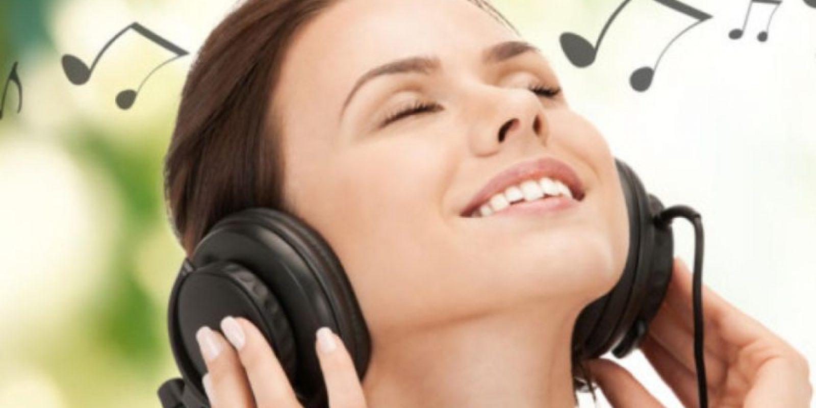 Esto hace que se incrementen más bacterias en sus oídos. Foto:vía Getty Images