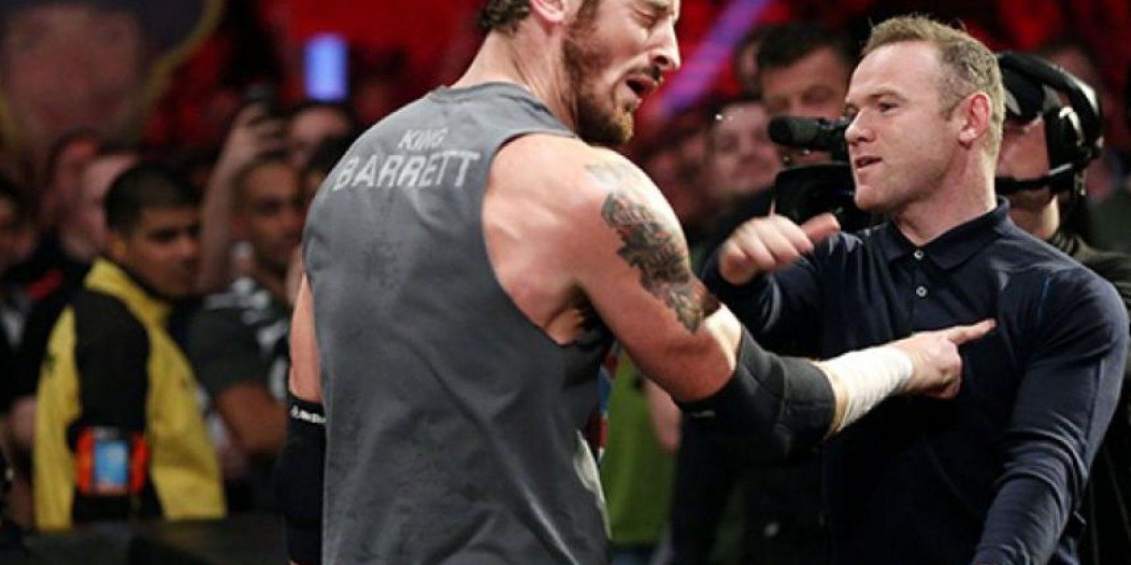 King Barrett fue abofeteado por Wayne Rooney en el espectáculo de RAW en Manchester. Foto:WWE