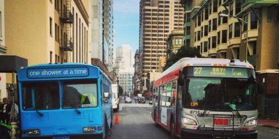 """Gente sin hogar puede bañarse con ayuda de esto """"nuevos"""" autobuses"""