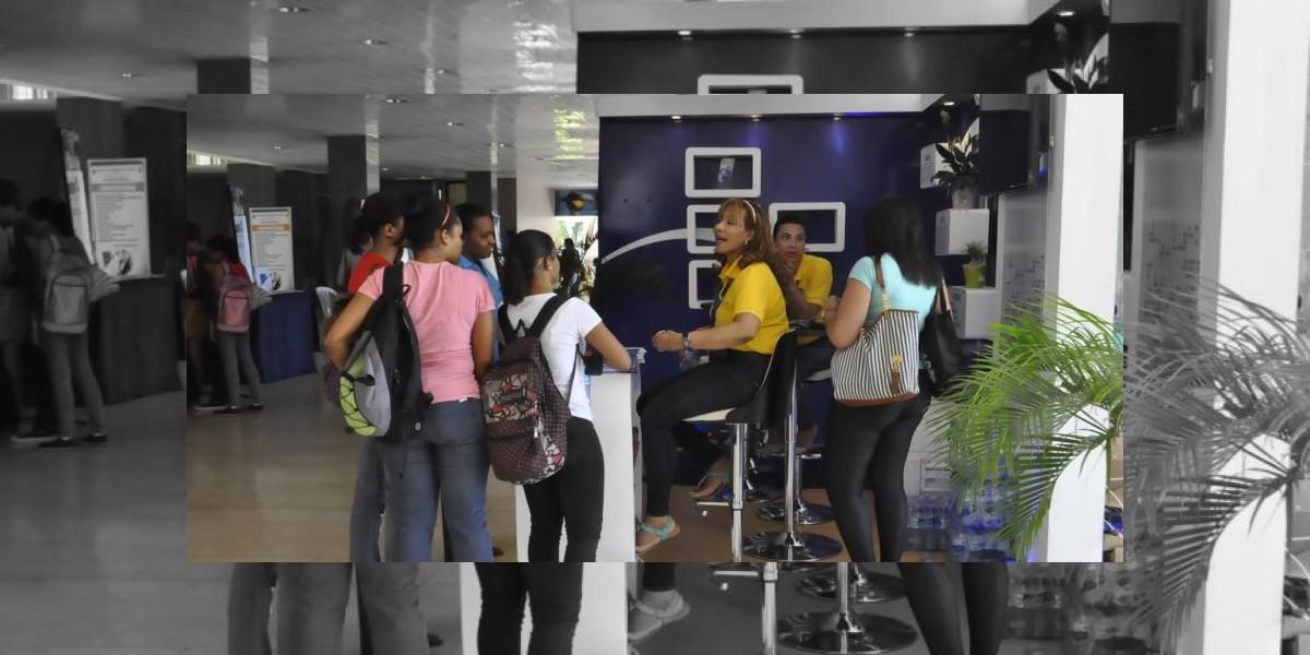 Grupo de 15 empresas participa primera Feria de Empleos de la UASD