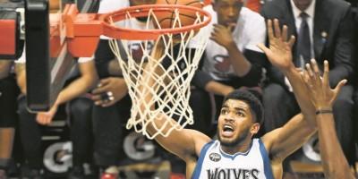 K. Towns coloca su nombre entre leyendas de NBA