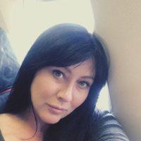 """""""Si hubiera estado asegurada habría podido acudir al doctor y así detener el cáncer y evitar futuros tratamientos (incluida mastectomía y quimioterapia)"""", indicó a la revista """"People"""". Foto:vía instagram.com/theshando"""