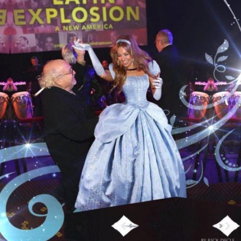 """Para recordar el gran momento, la estrella de las telenovelas aseguró sentirse como """"Cenicienta"""" en este montaje que publicó en Instagram. Foto:vía instagram.com/thalia"""
