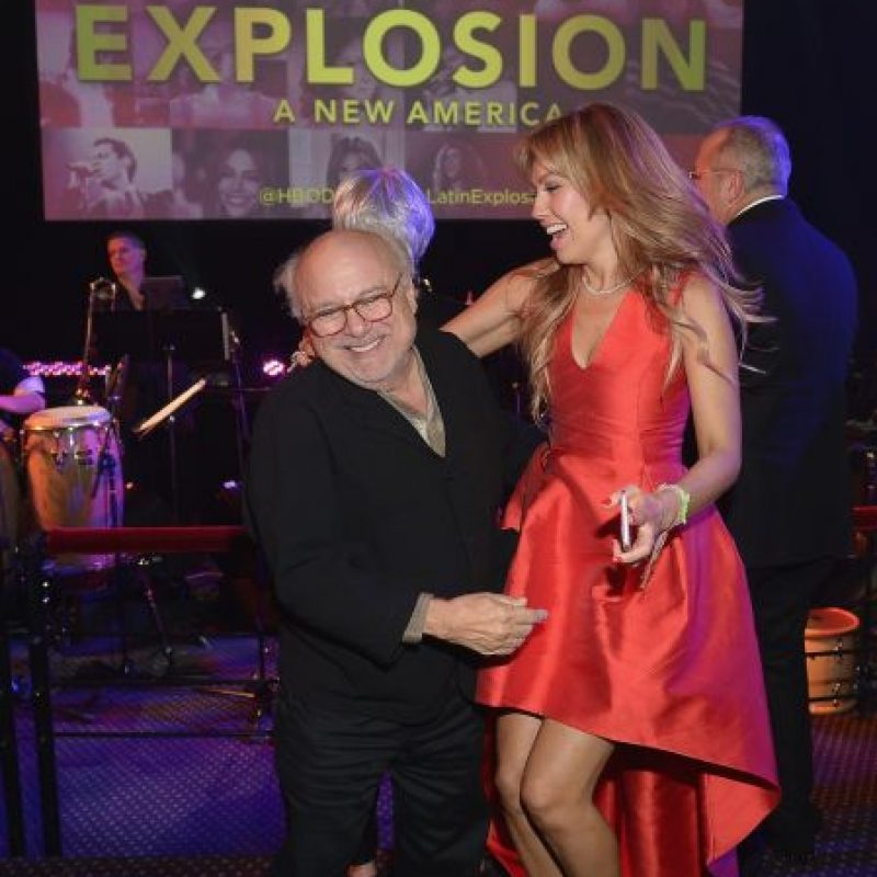 El actor de 70 años y la cantante se robaron toda la atención con su divertido baile. Foto:Getty Images