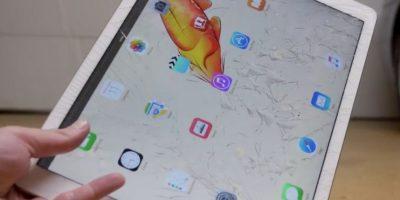 La pantalla se estrella cuando se deja caer. Foto:vía TechRax / YouTube