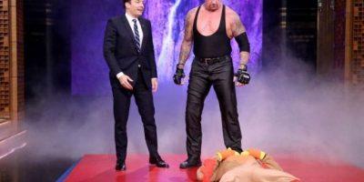 "Y aplicó una ""Tumba rompecuellos"" Foto:WWE"