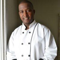 5 El toque de sabor. Reinaldo Avinicio es el chef encargado de poner el toque mágico a cada plato del restaurante La Tapería. Foto:Mario de Peña