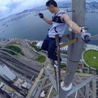 Sube a los edificios más altos del mundo para tomarse selfies y compartirlos en su cuenta de Instagram. Foto:Vía Instagram/daniel__lau