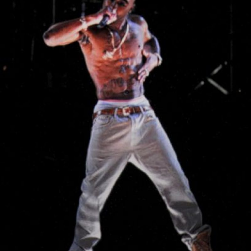 El rapero Tupac Shakur fallece después de una semana en el hospital, debido a disparos que recibió al salir de una pelea de Mike Tyson. Foto:Getty Images
