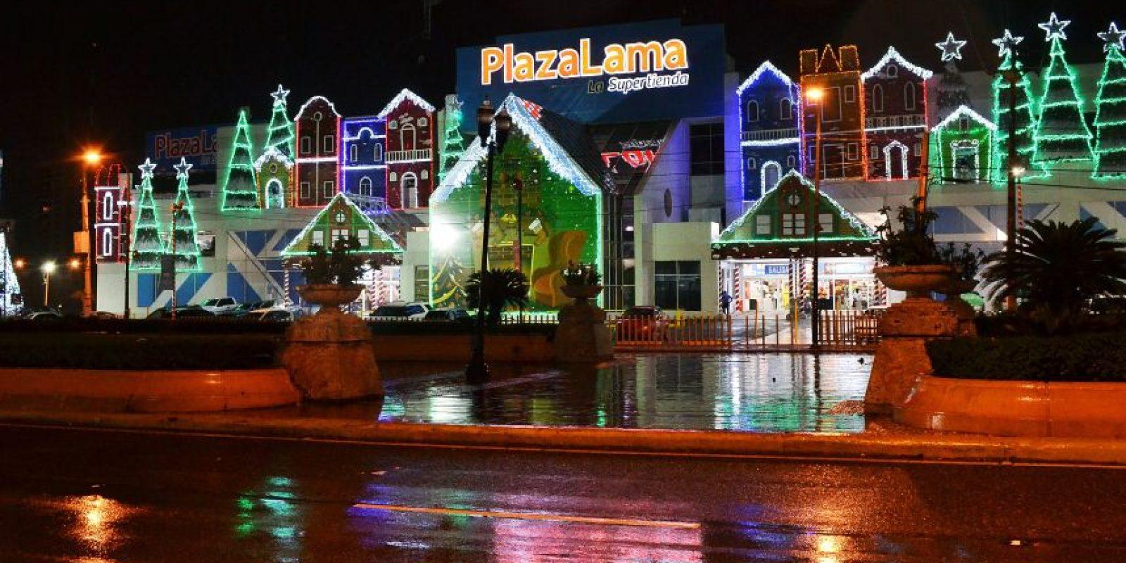 Las luces iluminan el local de Plaza Lama en la 27 de Febrero con Winston Churchill. Foto:Mario De Peña
