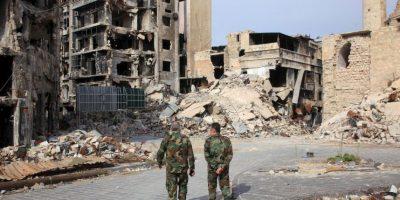 Soldados caminan en Aleppo, Siria. Foto:AFP