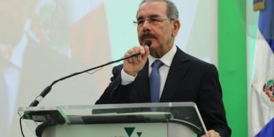 """Presidente Medina envía carta a Hollande y califica de """"actos inhumanos"""" ataques terroristas en París"""
