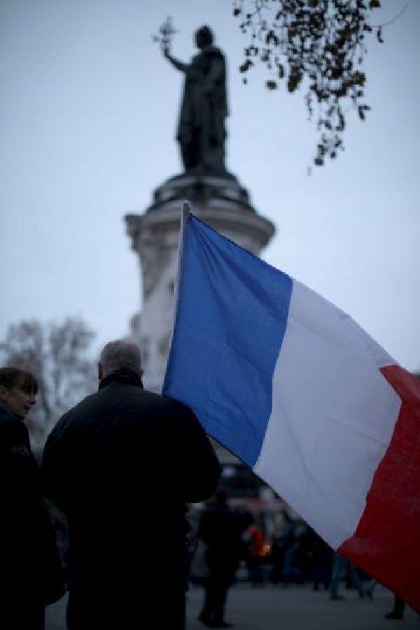 Los tributos también llegaron a la Plaza de la República, en París. Foto:Getty Images