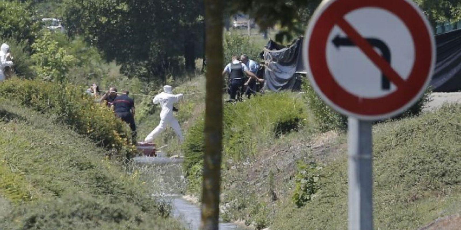 26 de junio- Decapitan hombre y dejan su cuerpo junto a bandera islámica Foto:AFP