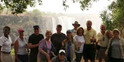 Victoria Falls, localizada en la frontera de Zambia y Zimbabwe, de más de 1600 metros de largo por 91 metros de alto no se ha secado, tal como se corrían rumores en redes sociales. Foto:Vía Youtube