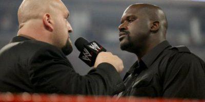 Big Show comenzó a provocar al exbasquetbolista quien de inmediato se subió al ring. Foto:WWE