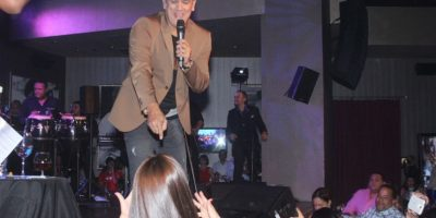 Eddy Herrera con los fans Foto:Fuente Externa