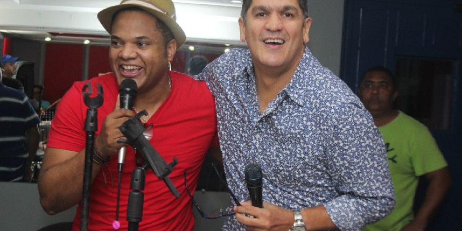 Eddy Herrera canta junto al salsero Álex Matos Foto:Fuente Externa