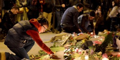 Para llenarlos de flores, velas y mensajes en honor a las víctimas. Foto:Getty Images