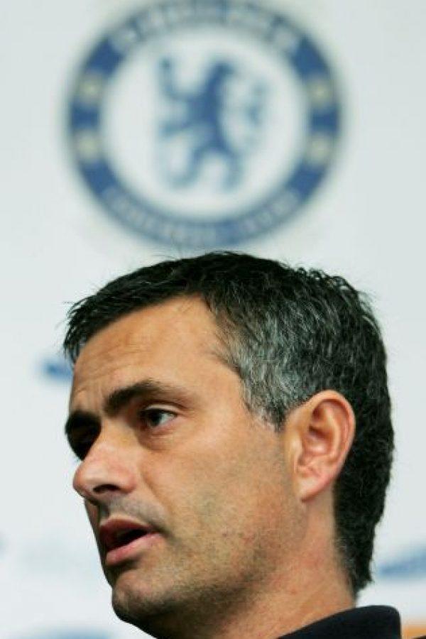 """En su tercera temporada, """"Mou"""" no logró repetir los logros y su Chelsea terminó a seis puntos del Manchester United, que se coronó campeón Foto:Getty Images"""