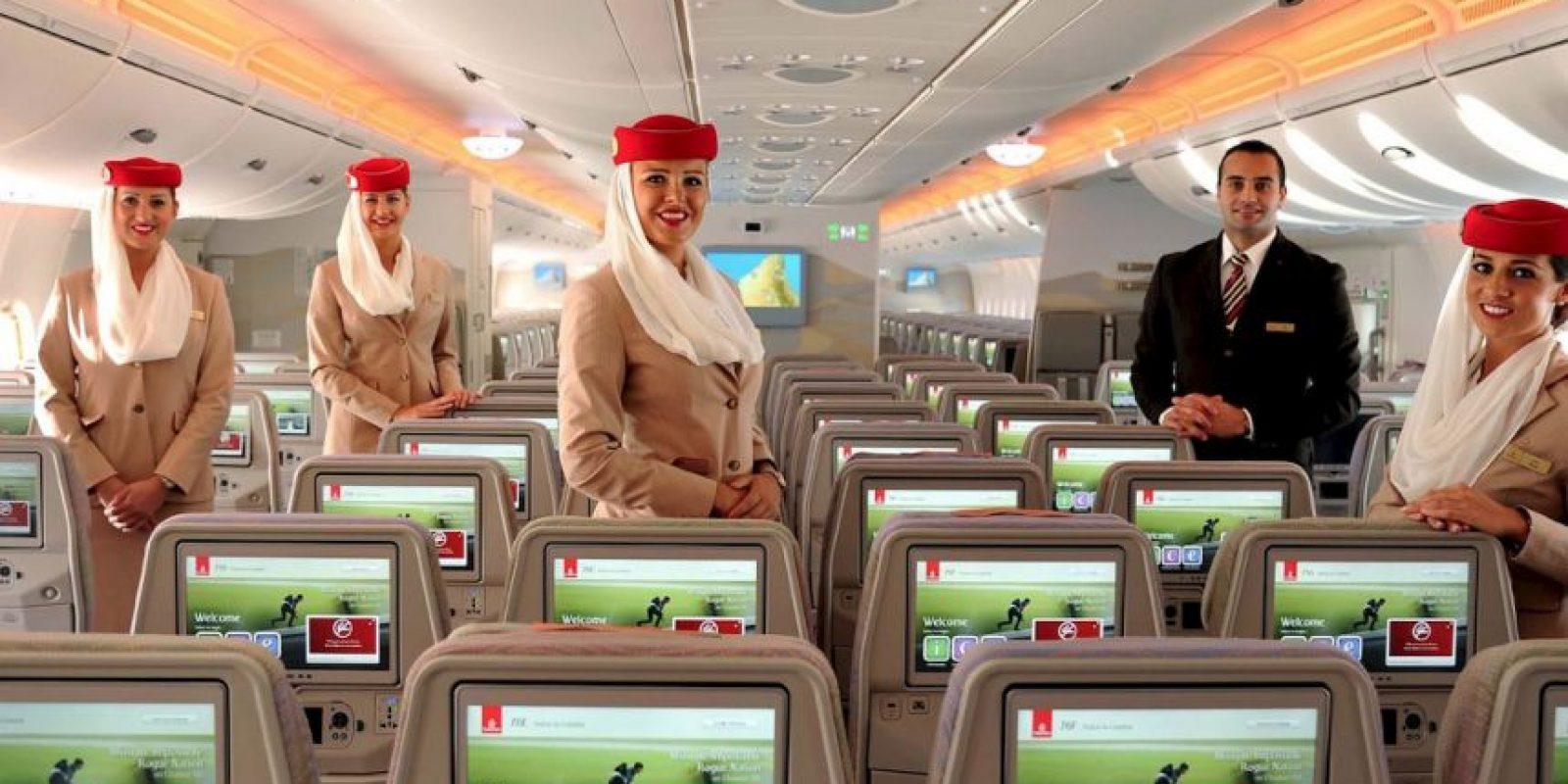Cada asiento en el avión contará con una pantallas de 13.3 pulgadas. Foto:Vía facebook.com/Emirates
