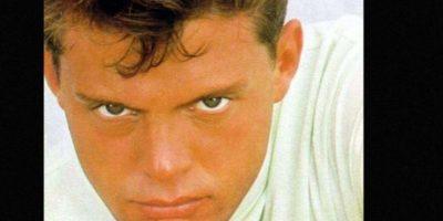 """En 1992 murió su padre. Ya había grabado su álbum """"Romance"""", junto con Armando Manzanero. Foto:vía Coveralia"""