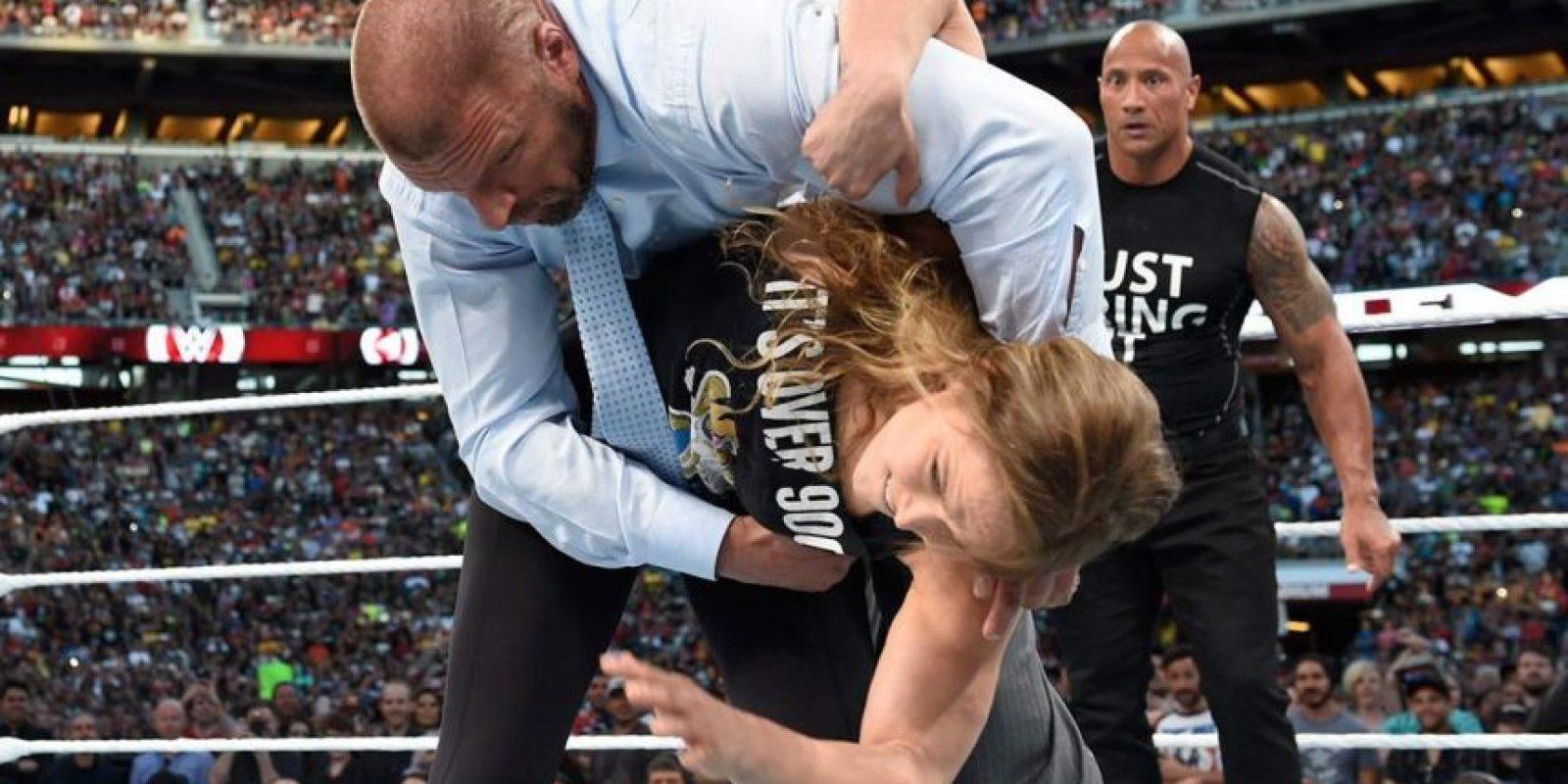 """Ambos luchadores se enfrentaron a """"La Autoridad"""", grupo conformado por Triple H y Stephanie McMahon. Foto:WWE"""