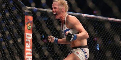 La emoción de la victoria hizo que la nueva campeona, Holly Holm, derramara varias lágrimas. Foto:Getty Images