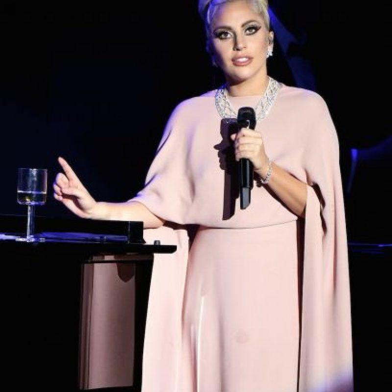 """""""Valiente Charlie. La fundación 'Born This Way' es una oportunidad para que mucha gente aprenda acerca de la prevención del VIH, su tratamiento y la relación existente entre el estigma que rodea a este virus con la inteligencia emocional humana"""", escribió Lady Gaga a través de su cuenta de Instagram. Foto:Getty Images"""