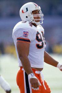 En esta Universidad continuó su carrera como jugador del fútbol americano y formó parte de los Miami Hurricanes en 1990. Foto:Getty Images