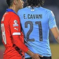 Esta fue la acción que provocó la expulsión de Cavani en los cuartos de final de la Copa América 2015 Foto:Getty Images