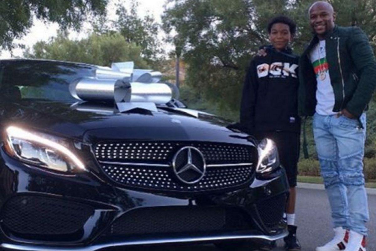 En su cumpleaños 16 recibió este lujoso automóvil, un Mercedes Clase C Coupé de más de 40 mil euros. Foto:Vía instagram.com/kingkouran