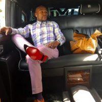 Tiene una gran adicción a los zapatos. Suele irse de compras y adquirir hasta 20 pares que usa sólo una vez y luego, los regala. Foto:Vía instagram.com/floydmayweather