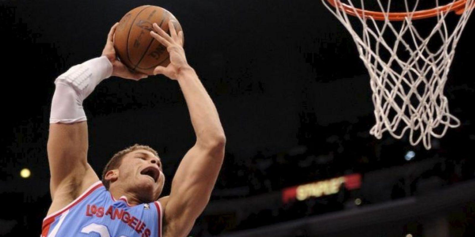 El jugador de los Clippers de Los Ángeles se molestó porque el aficionado no paraba de tomarle fotos Foto:Getty