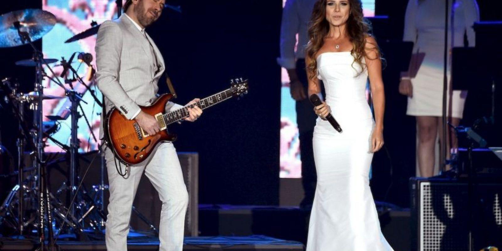 Artistas como Alejandro Sanz, Camila, Melendi y el dueto Jesse & Joey interpretaron los mejores temas del intérprete. Foto:Getty Images