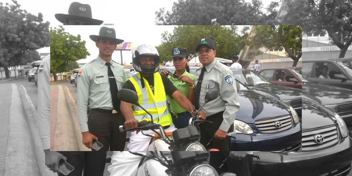 Amet orienta miles de motociclistas importancia utilizar cascos protectores