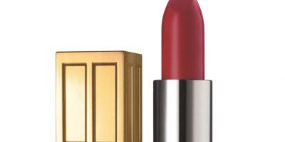 Combina tu labial rojo con una base de apariencia natural. Foto:cortesía tres media
