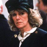 No sería una belleza como Diana, pero tenía humor negro, ardor e ingenio. Cosas que no le podía ofrecer una ingenua Diana a Carlos. Foto:vía Getty Images