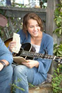 La cantante también consideró incómodo de usar pelucas y toneladas de maquillaje para realizar su papel. Foto:IMDB