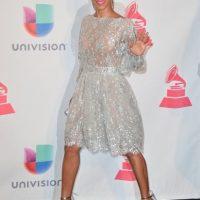 La actriz lució un revelador vestido color perla con detalles en encaje y transparencias. Foto:Getty Images