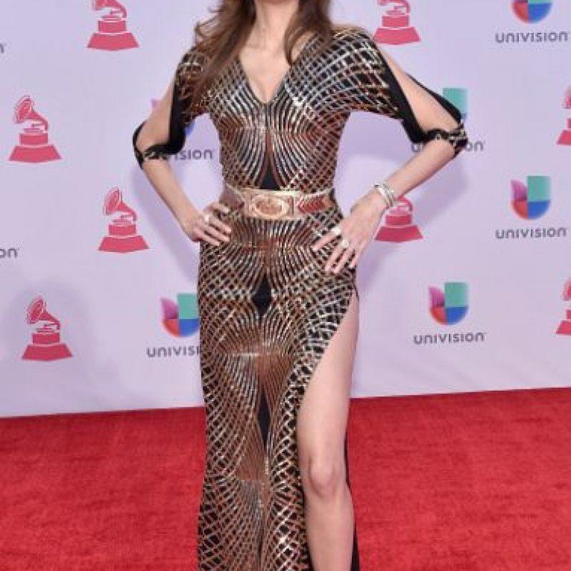 Este vestido de Bianca Blanco es inentendible. Cortes, cinturón, abertura. Algo más y le pone pedrería. Foto:vía Getty Images