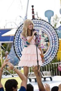 """La cantante saltó a la fama con la serie de Disney Channel, """"Hannah Montana"""", pero no tiene buenos recuerdos de esos días. Foto:IMDB"""
