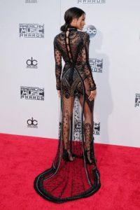 La cantante Ciara lució este vestido con encaje que dejó ver sus sensuales curvas. Foto:Getty Images