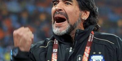 """Maradona perdió 6 kilos y su evolución es """"satisfactoria"""", según su médico"""