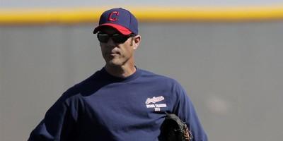 Los Angelinos nombran a Scott Radinsky coach del bullpen