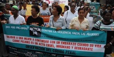 Decenas de mujeres del norte del país marchan contra la violencia de género