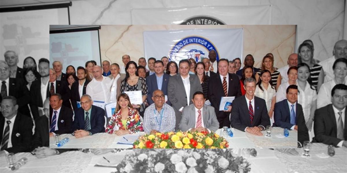 El Ministerio de Interior juramenta como dominicanos a 51 extranjeros