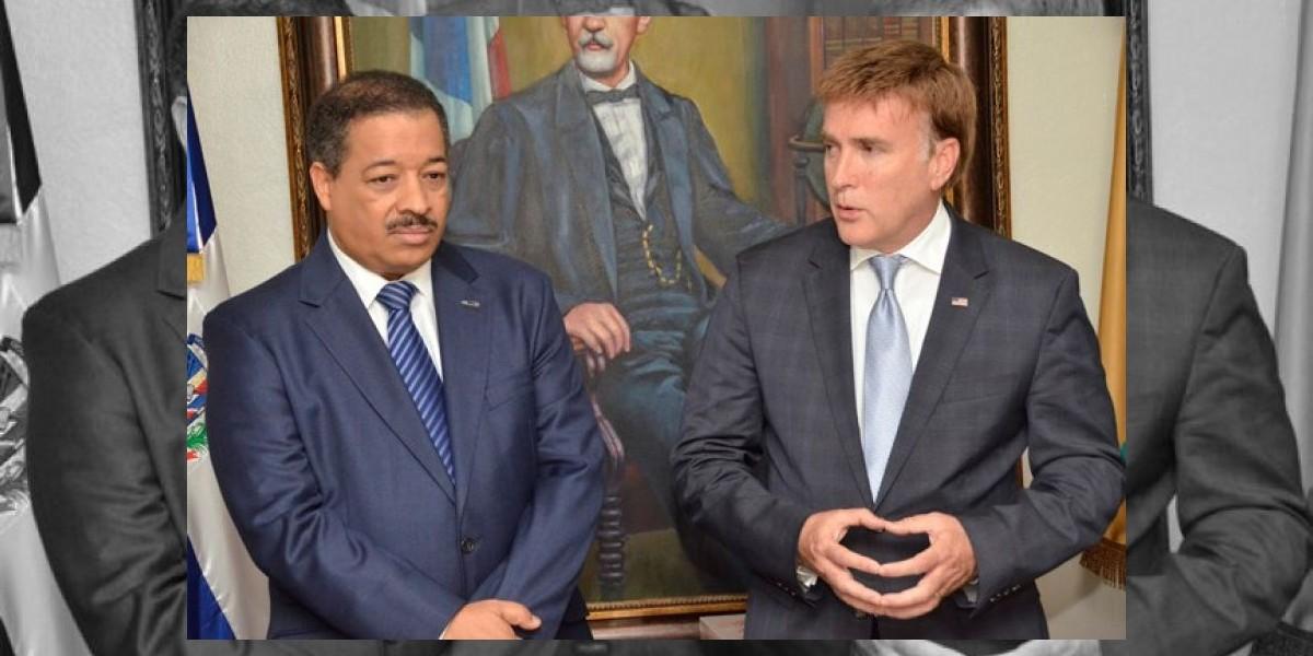 Embajador de EEUU y presidente de la JCE se reúnen en la sede de la junta