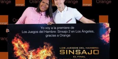 Dos fans en la premier de Hunger Games a Los Ángeles