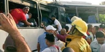 Ascienden a once los muertos en choque entre dos autobuses en La Altagracia